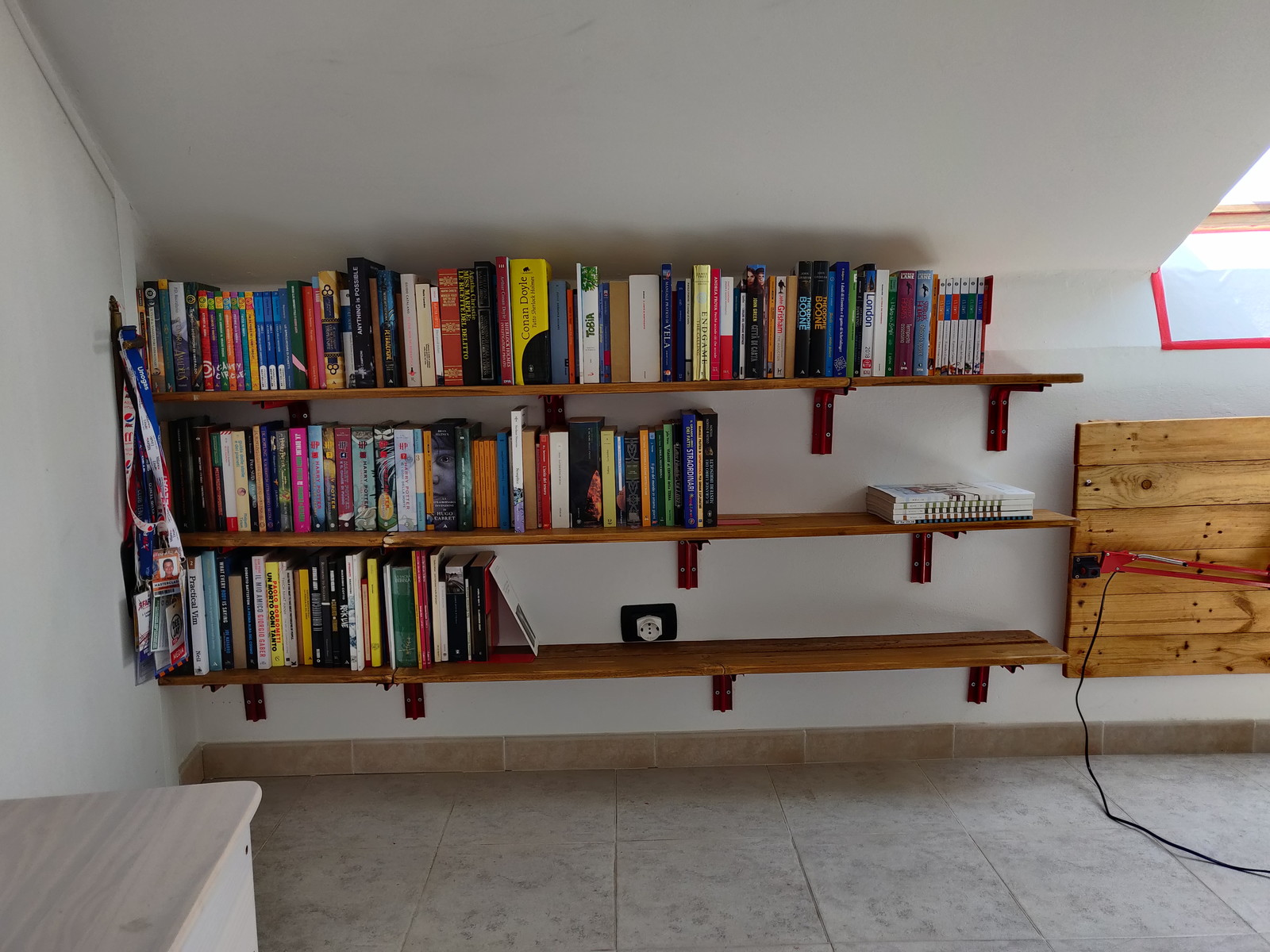Gianna con i libri su di sé, in tutto il suo splendore